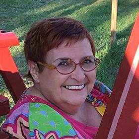 Julie Meyer, Life Cycle Celebrant certifiée pour votre cérémonie de mariage personnalisée